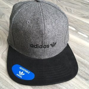 Adidas Grey SnapBack nwt